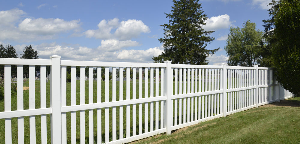 reasons vinyl fencing popularity